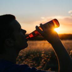 Problem alkoholowy wśród młodzieży – na te objawy należy zwrócić uwagę